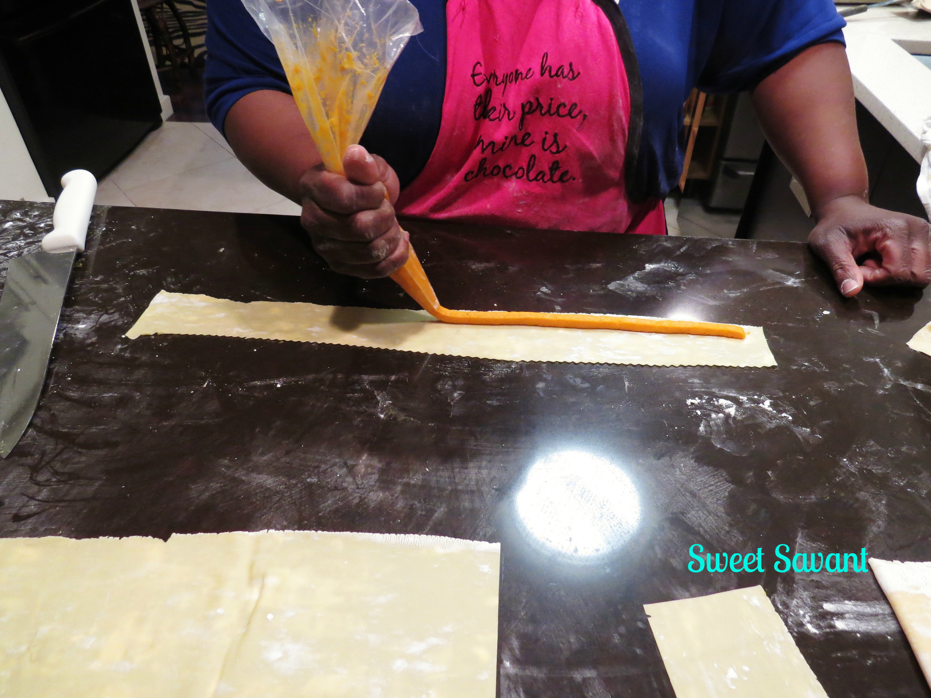 Pipe out the filling on the pasta sheet