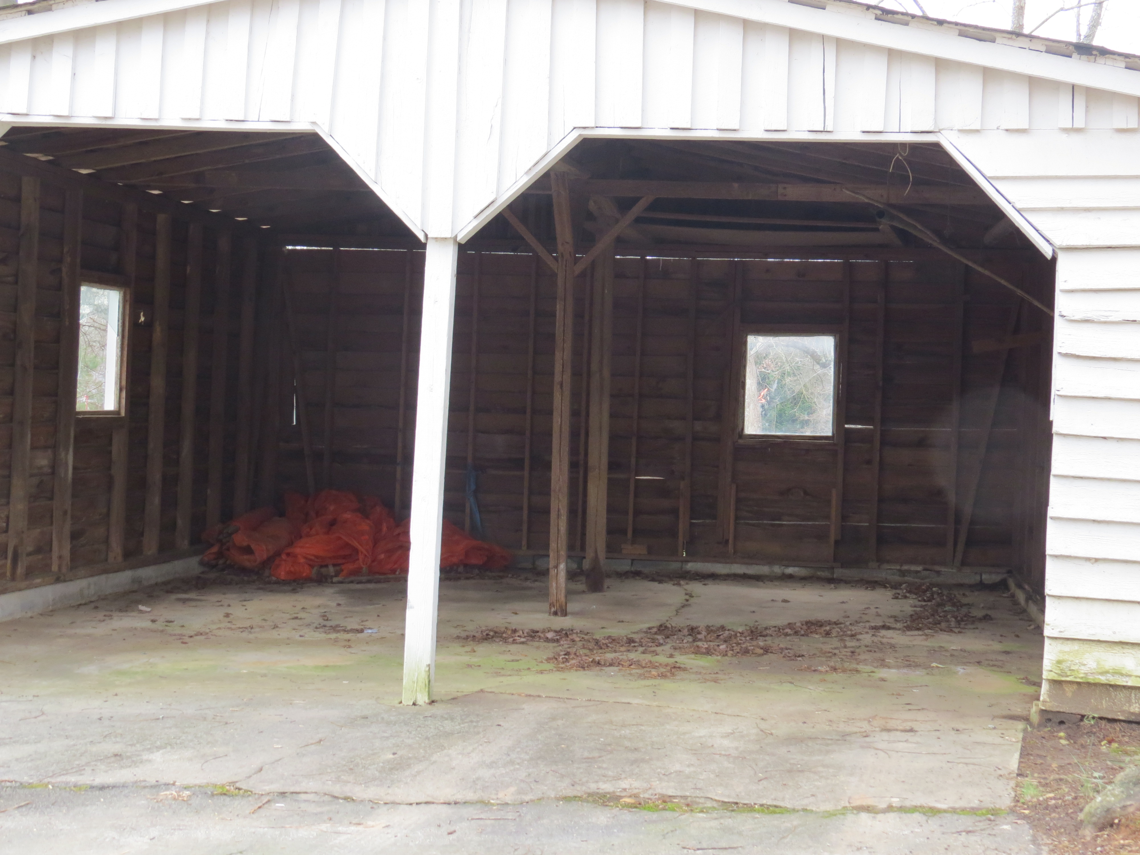 Here's the garage before we cleaned it out and ready to go.