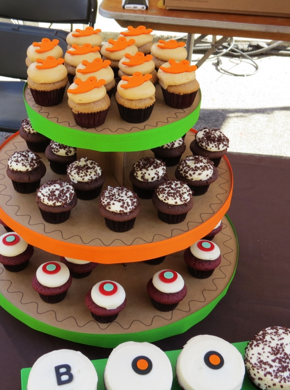 BOO sweetie! Sprinkles cupcakes dressed up for Halloween.